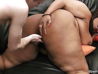 Slim guy fucks ebony bbw gf from behind