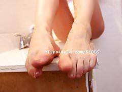Foot Fetish - Alicia's Dirty Feet