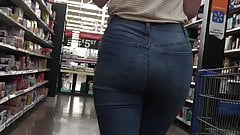 Must See Sexy Teen PAWG Ass in Jeans