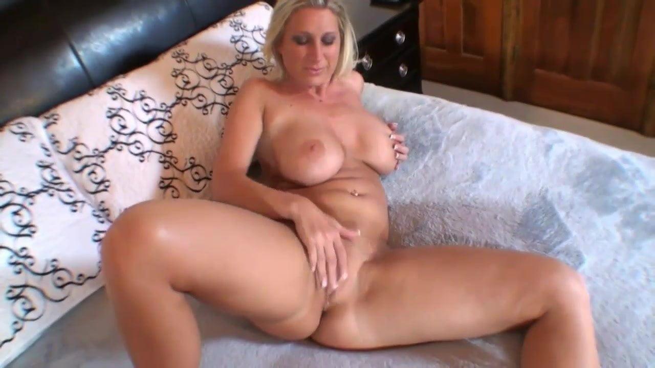 Nackte Frau Mit Dicken Titten