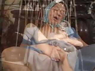 Oma Gabor wird vom Junge gefickt