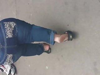 midget candid booty crack pt. 1