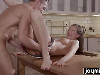 Joymii- hungry guy eats young andjuice pussy for dinner