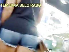 GOSTOSA DE SHORTINHO COM CORNO DO LADO