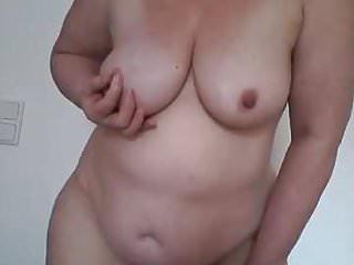Bin nackt und verwoehne mich selbst