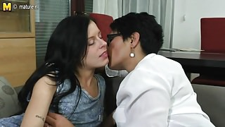 Daughter fucks mature lesbian not her mom