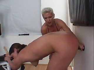 Download video bokep Muscular dyke fucks submissive chick with strap on during work out Mp4 terbaru