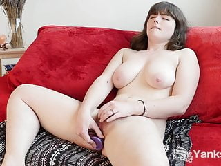 Busty Yanks Raven Snow Masturbating
