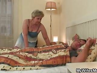 She finding old mom riding his cock!
