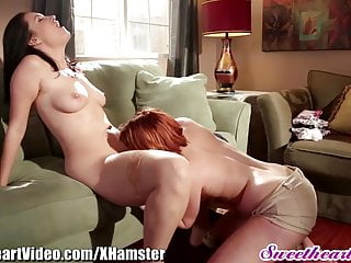 Sweetheart Natural Lesbians Eating Pussy