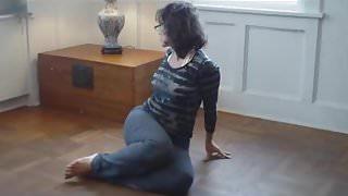 Sexy yoga booty MILF