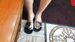 Candid Redbone feet at the deli's Thumb
