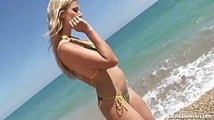 Carol Goldnerova seaside strip