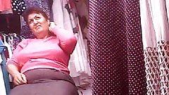 Upskirt Sexy Mature! Amateur hidden cam!