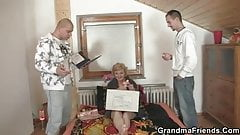 She pleases two delivery men
