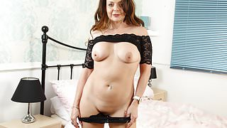 British milf Gemma Gold pleases her hungry cunt with a dildo