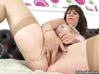 Scottish milf Toni Lace and English milf Lulu Lush get off