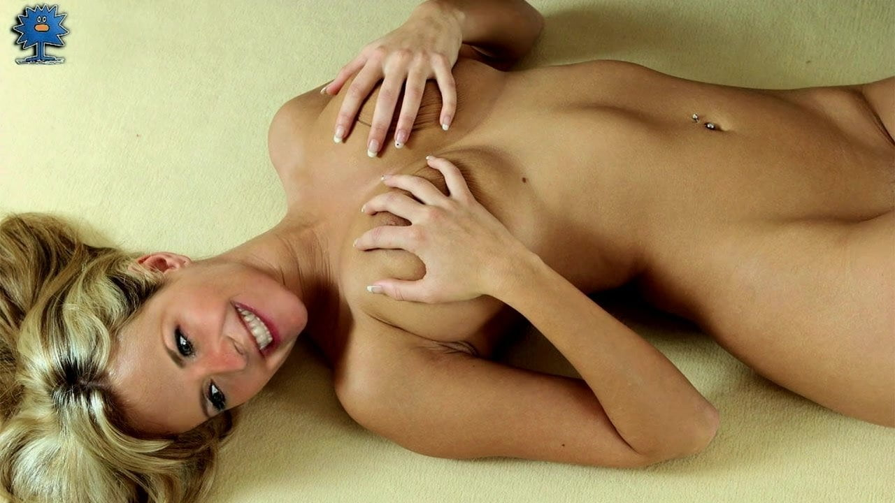 Amanda Tapping Naked amanda tapping's 2-minute challenge
