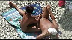 VOYEUR ON THE BEACH 28 couple handjob
