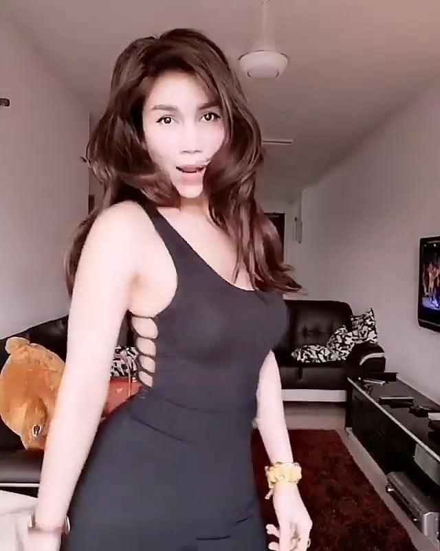 Nur Sajat hot dance 2