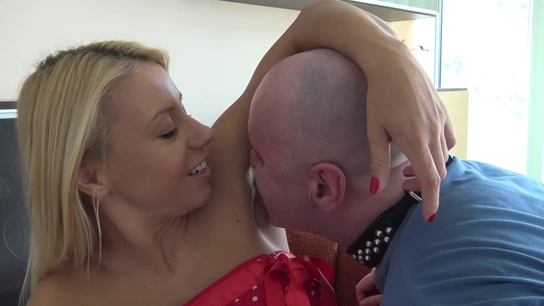 Son lick armpit of mom — 4