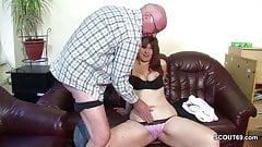 Grandpa fickt seine Stief-Enkelin die noch unerfahren ist