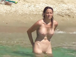 Blonde nudist big boobs going in the sea