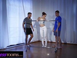 trio con profesora de ballet