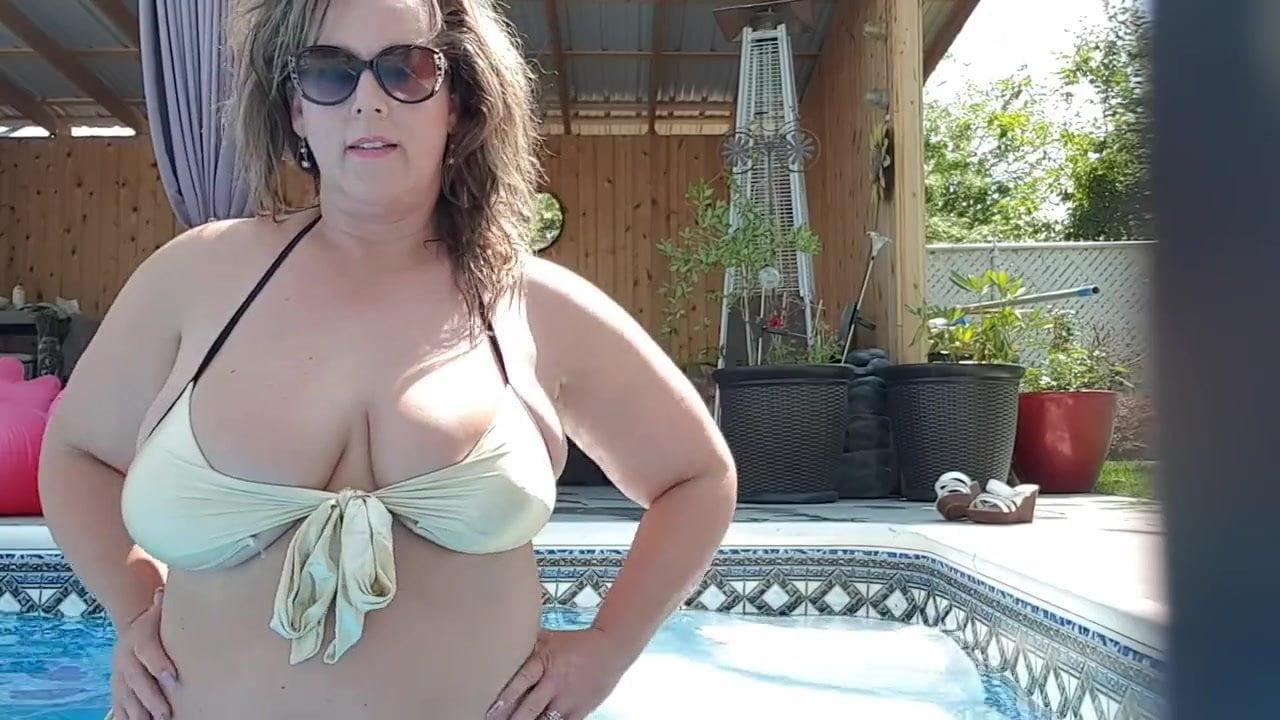 Claudia schiffer nude ass