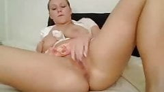 Busty babe fingers herself for fun