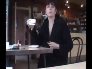 Exhibe dans un cafe parisien