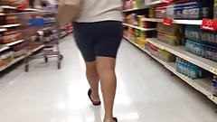 Latina milf booty
