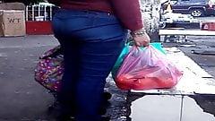 Una Milf de compras por la ciudad