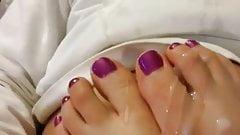 Cum on my wifesite toes