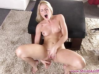 Finelooking lady pumps her puffy pussy