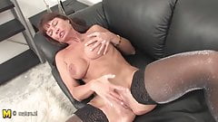 Amateur MILF loves jerk off at home