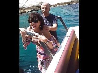 le pote la prend sur le bateau