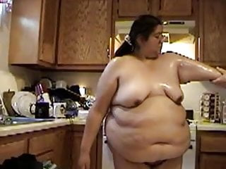 bbw house cleaning in the nude