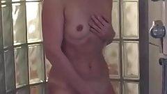 Trovato in rete Moglie si esibisce sotto la doccia