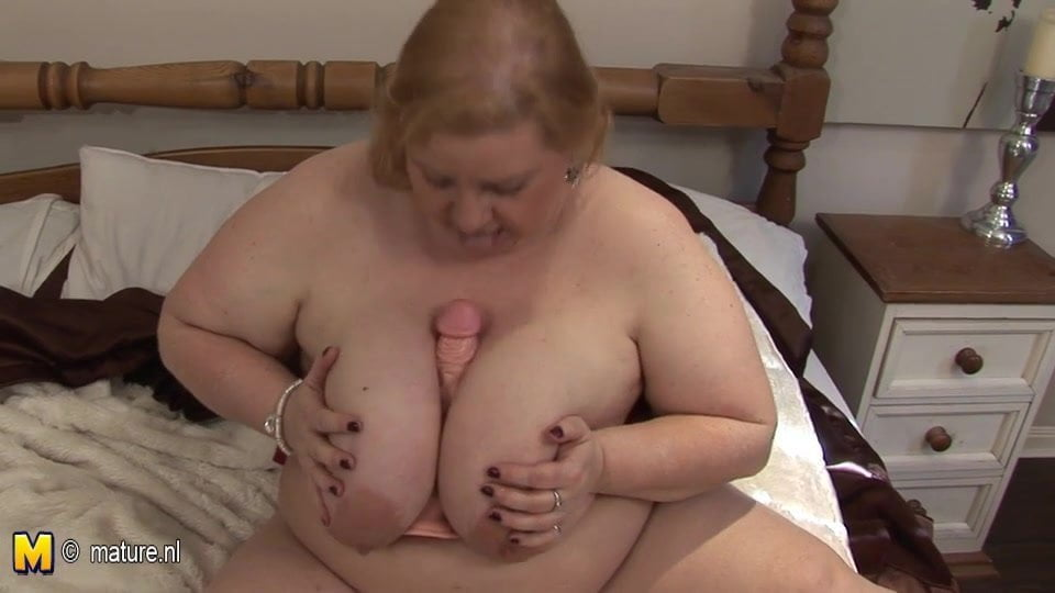 Big Mama Playing With Her Huge Tits And Old Cunt Porn C0-2966