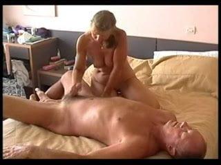 Amateur mom next door and her old vagina