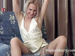 Amanda Blanshe masturbates in her blue armchair's Thumb