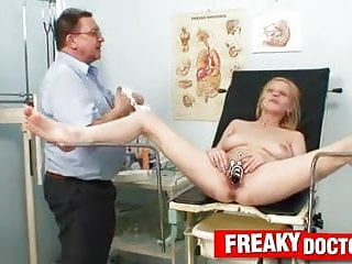 Chesty blonde Bella Karina dislikes odd gyno doctor exam