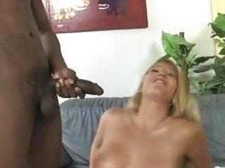 Cuckold Boyfriends Deserve Cummy Kisses