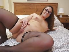 Nerdy amateur chick in stockings showing her booty