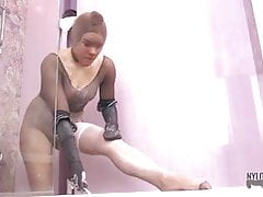 Wet pantyhose party with Evelina Darling