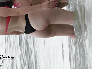 corpo perfeito desfilando na praia 2