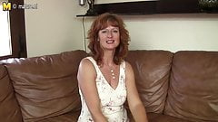 Gorgeous mature mom with yummy pussy