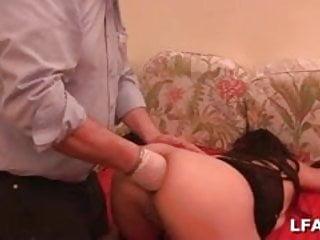Milf qui se fait dilater l anus lors de son casting porno