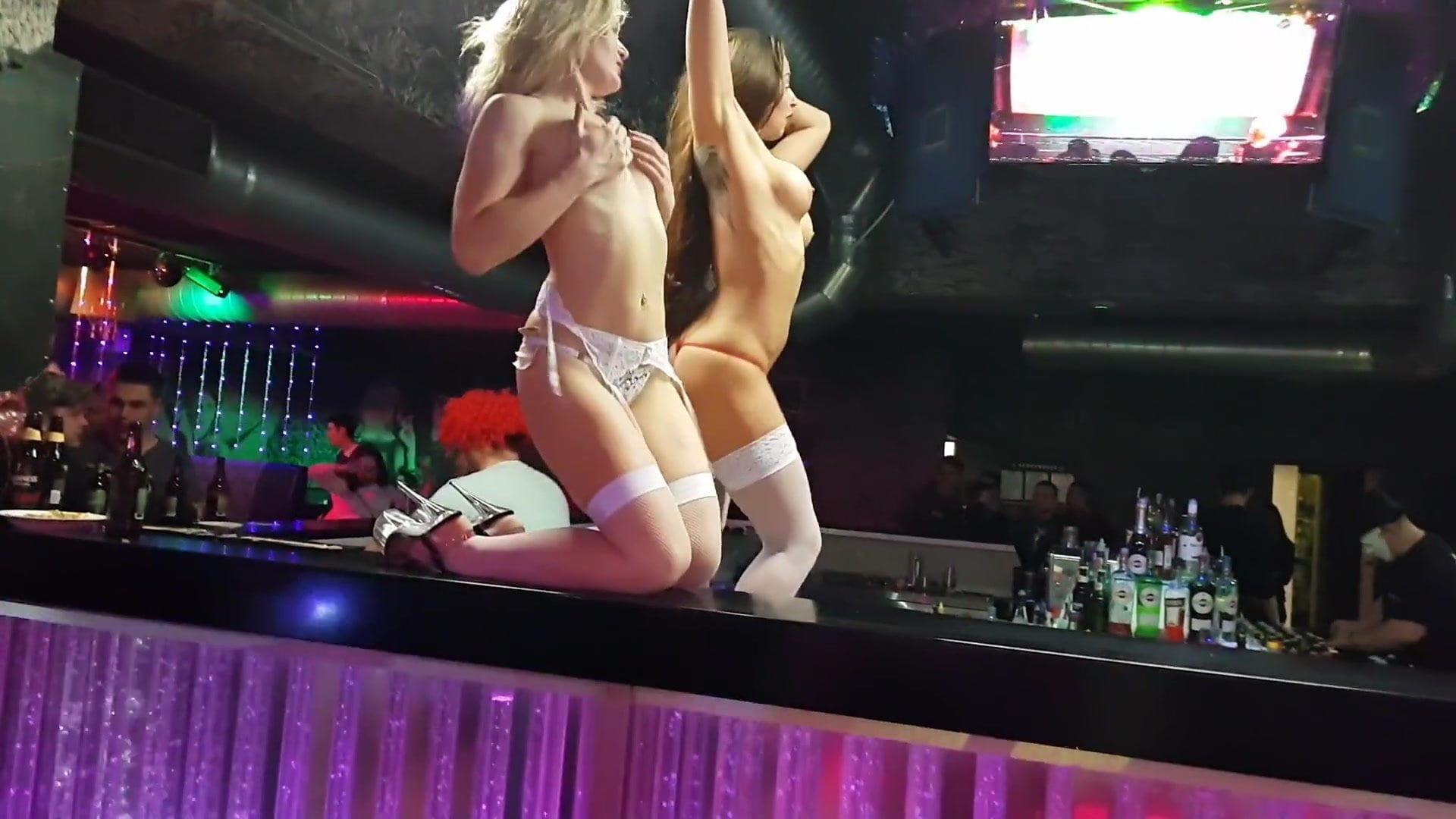 Голые девушки стриптиз видео hd